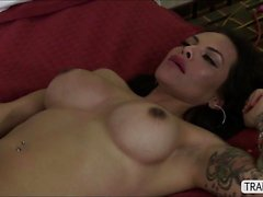 Wild trans Foxxy dominates in anal sex over her pretty bf