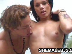 Fernandinha Shemale Is The Oral Sex Expert